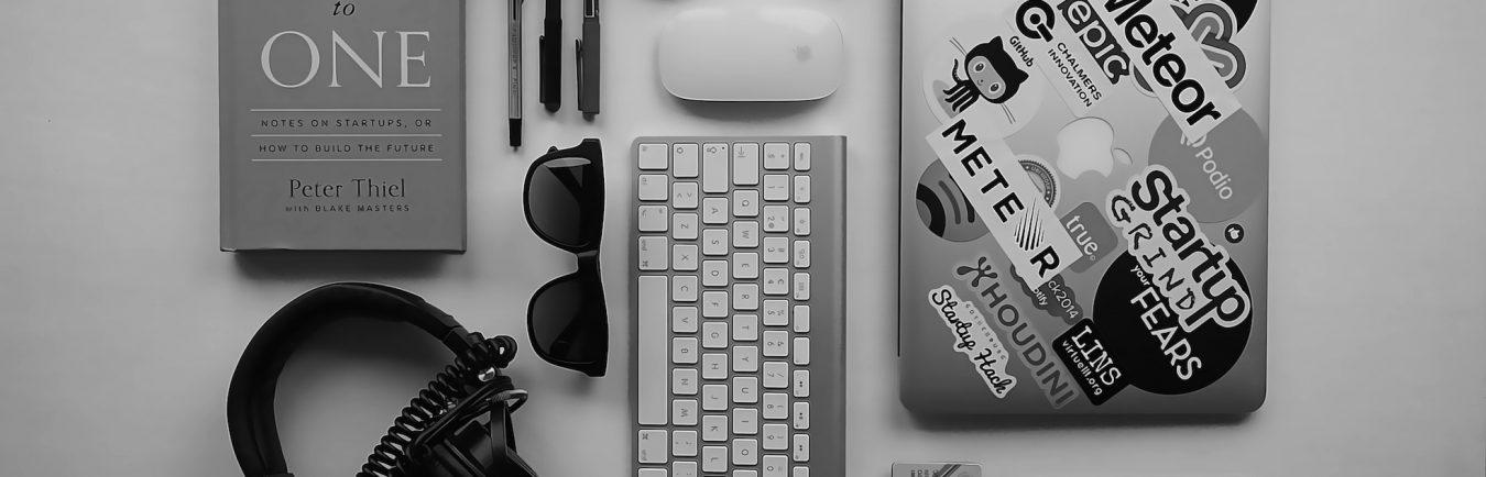 laptop-desk-computer-mobile-book-black-and-white-1076276-pxhere.com
